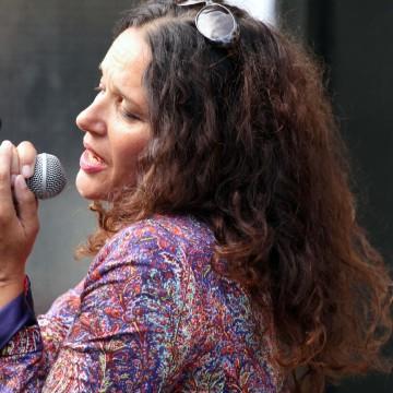 Loretta Heywood live gig in Ramsgate | Yvanne Teo